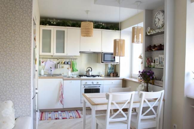 Дизайн бюджетной белой кухни-гостиной в скандинавском стиле в хрущевке