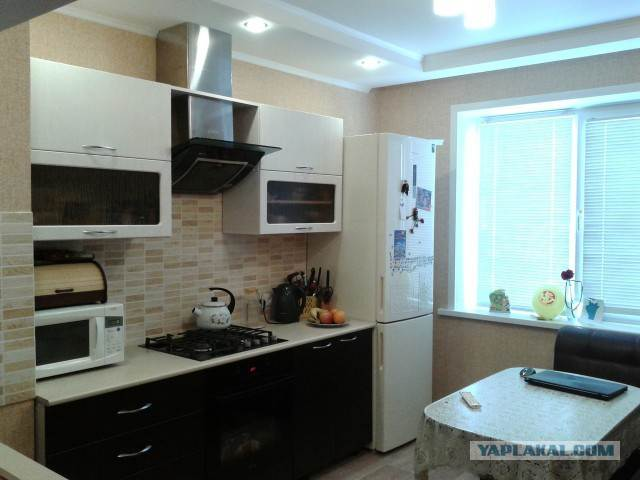 Черно-белая кухня из МДФ