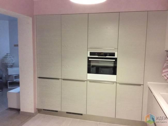 Встроенные шкафы на угловой кухне