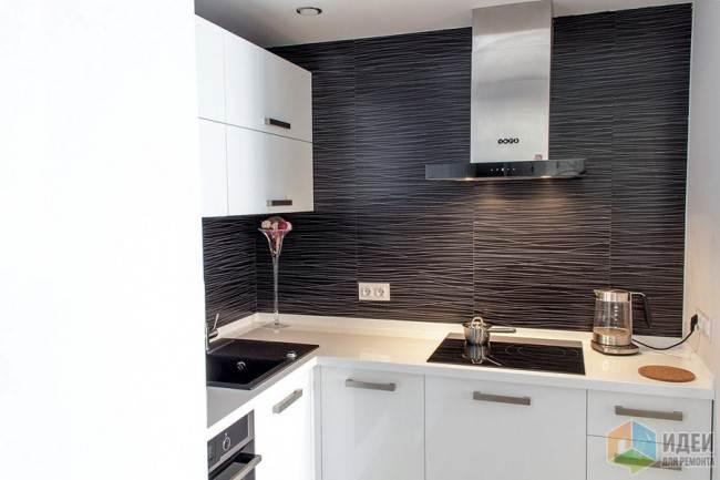Белая стильная кухня 11 кв. м после перепланировки в Самаре