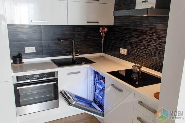 Белая стильная кухня 11 кв.м. после перепланировки в Самаре