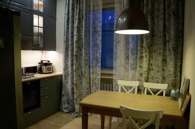 Уютная серая кухня 10 кв.м. в