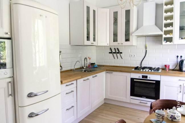 Дизайн белой классической угловой кухни 9 кв.м в