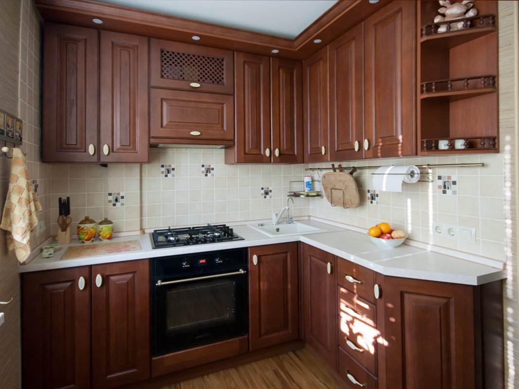 Дизайн угловой кухни 6 кв.м. из массива дуба с патиной: http://remont-volot.ru/421-kuhnya-6-kvm-iz-massiva.html
