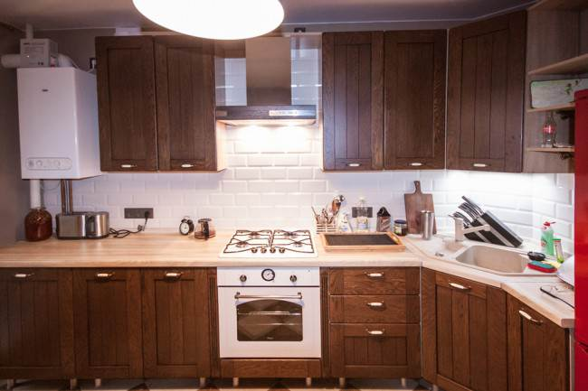 Угловая кухня с газовым котлом