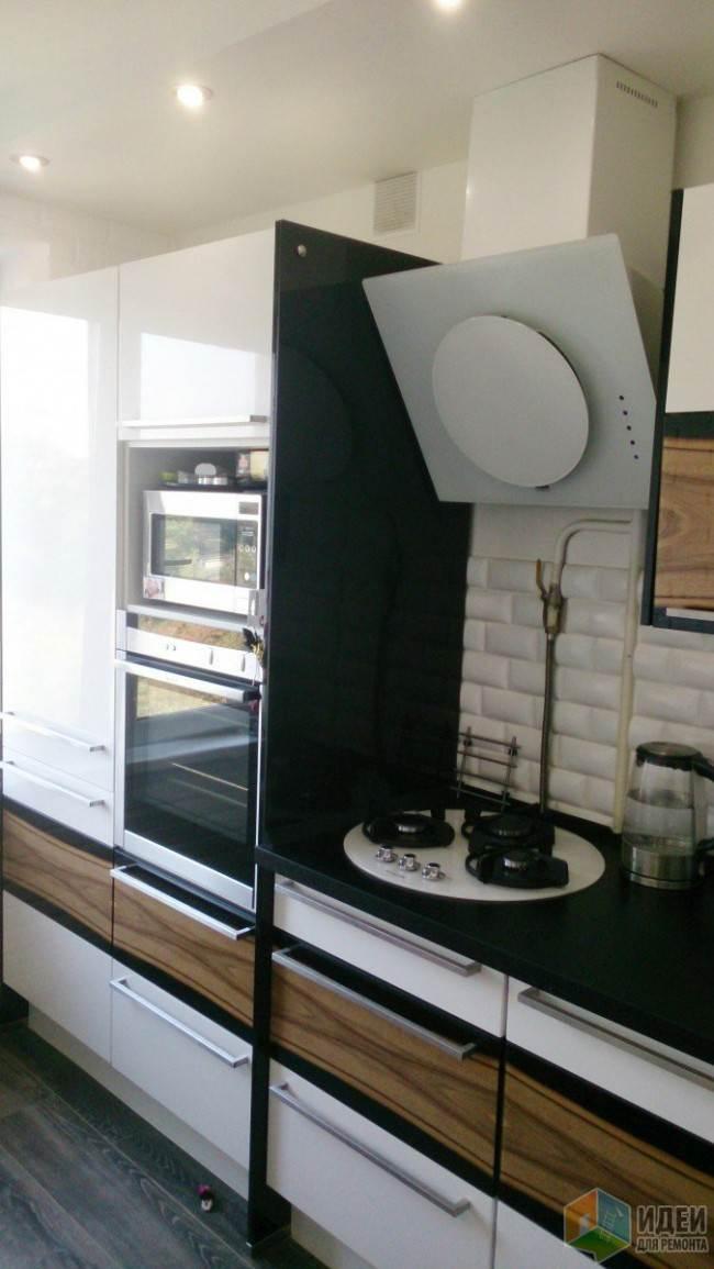 Кухня с высокими пеналами