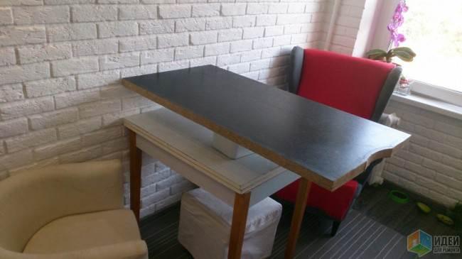 Современная кухня 8 кв.м. в барном стиле с кондиционером и креслами