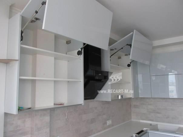 Подъёмные механизмы Blum Aventos в высоких шкафах