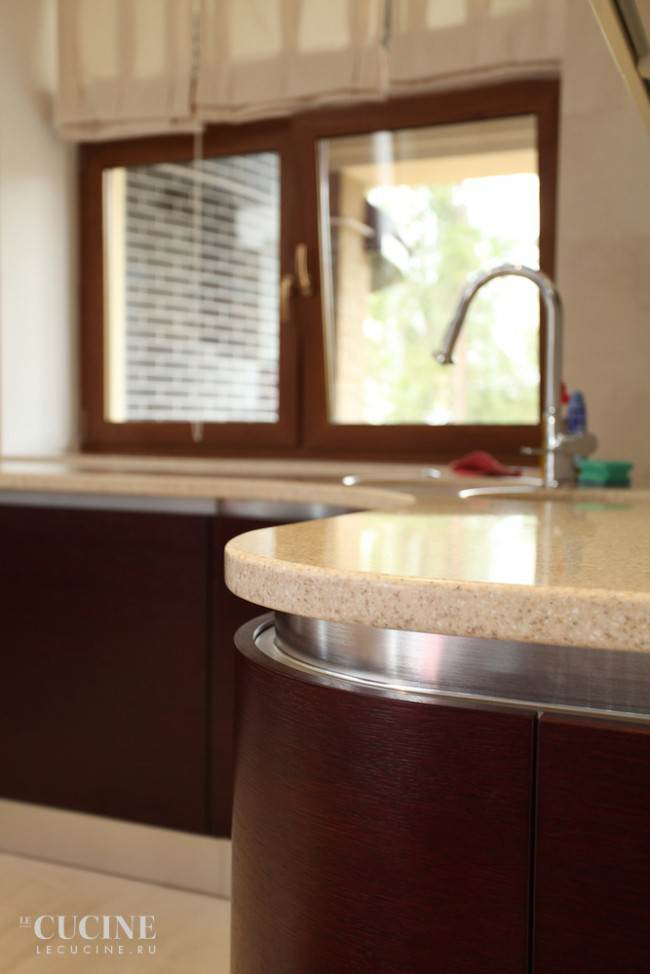 Рабочая поверхность кухни из искусственного камня