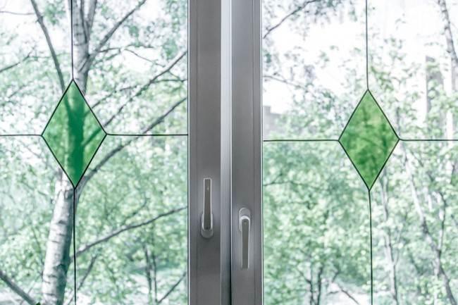 """Кухня 12 кв м под старину от """"ЗОВа"""". Интерьер из «Квартирного вопроса»"""
