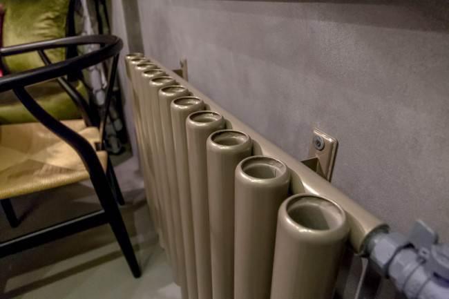 Стальной трубчатый радиатор в интерьере