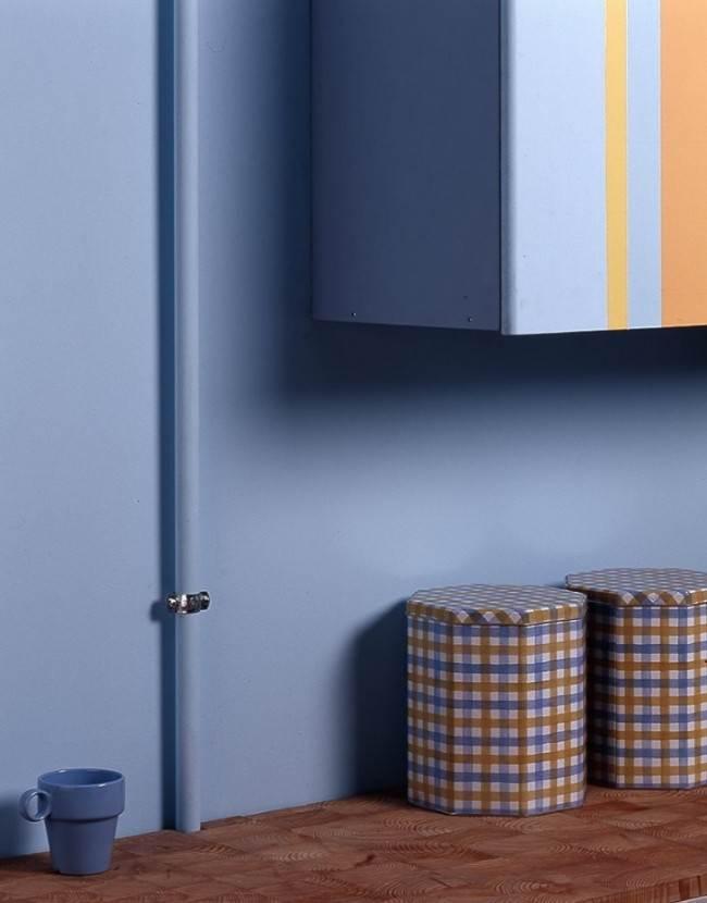 Как спрятать газовую трубу на кухне? Задекорировать или закрыть шкафчиком