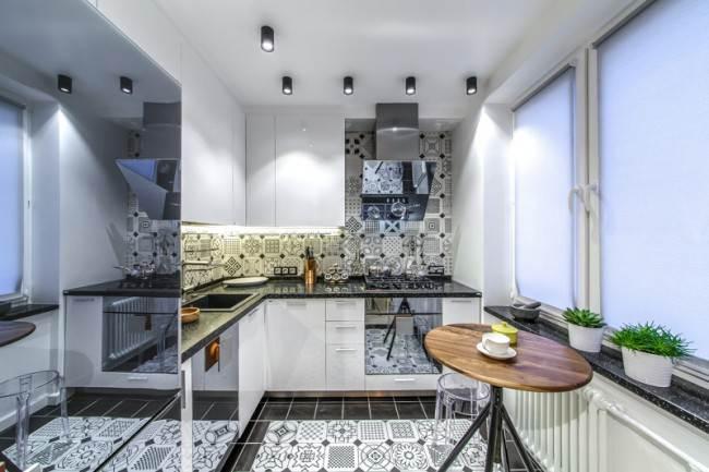 Угловая кухня из МДФ с белыми фасадами