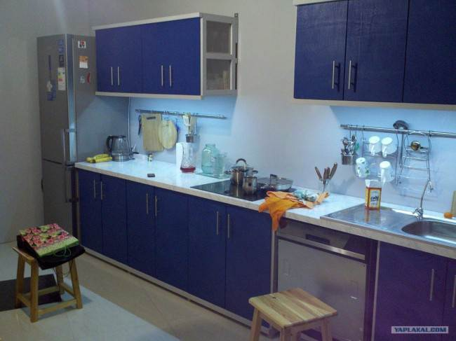 Кухня из фанеры окрашенная в синий цвет
