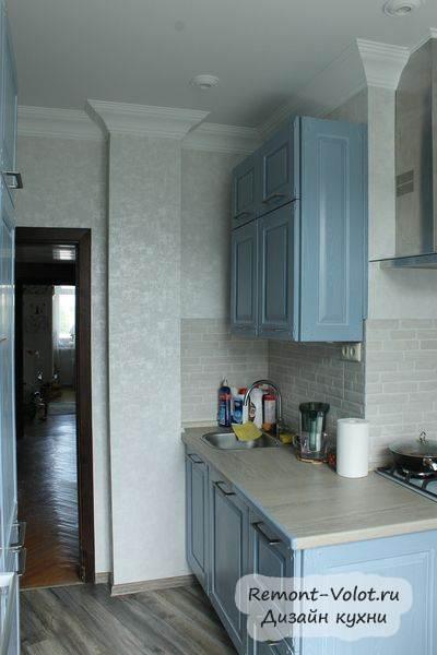 Классическая кухня с голубыми фасадами