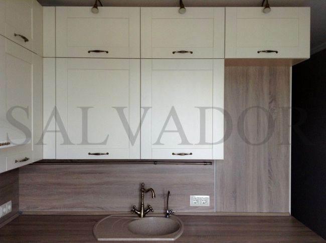 Дизайн угловой кухни AlvaLine с двумя рядами верхних шкафов  (72 + 36 см)