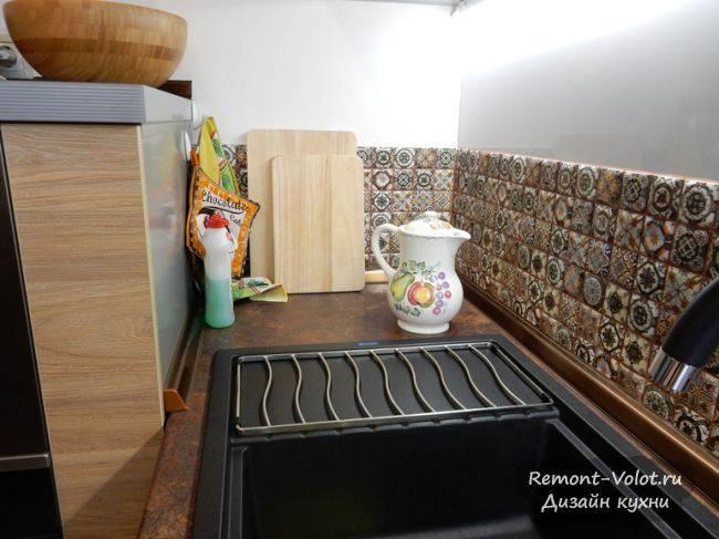 Метлахский кафель в зоне кухонного фартука