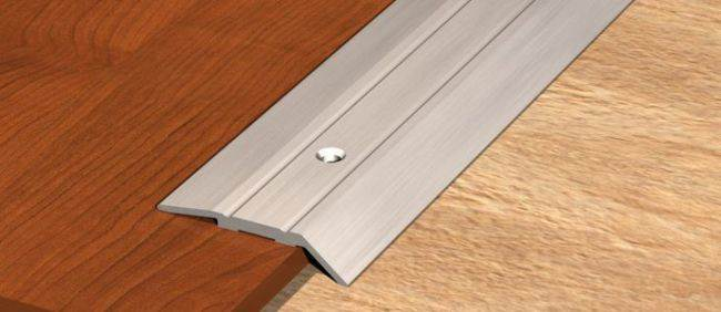 Как заделать стык ламината и плитки на кухне? 15 примеров с фото