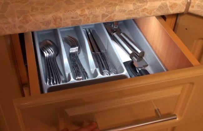 Подсветка ящика со столовыми приборами своими руками (видео)