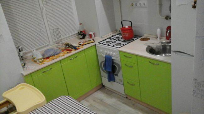 Дизайн малогабаритной кухни. Угловые и прямые гарнитуры (33 фото)