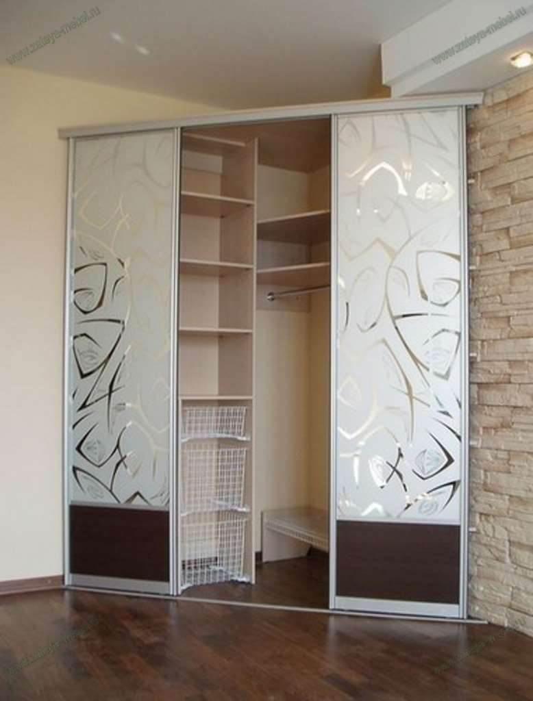 Угловые шкафы-купе в гостиную (40 фото).