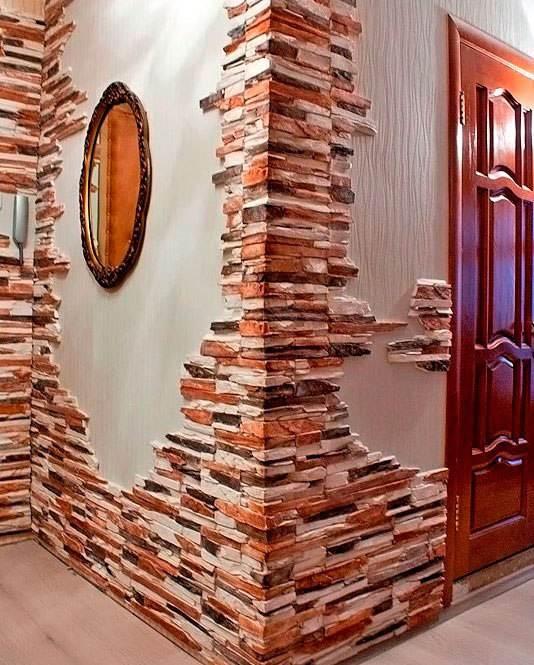 Отделка стен декоративным камнем и обоями в зале 3