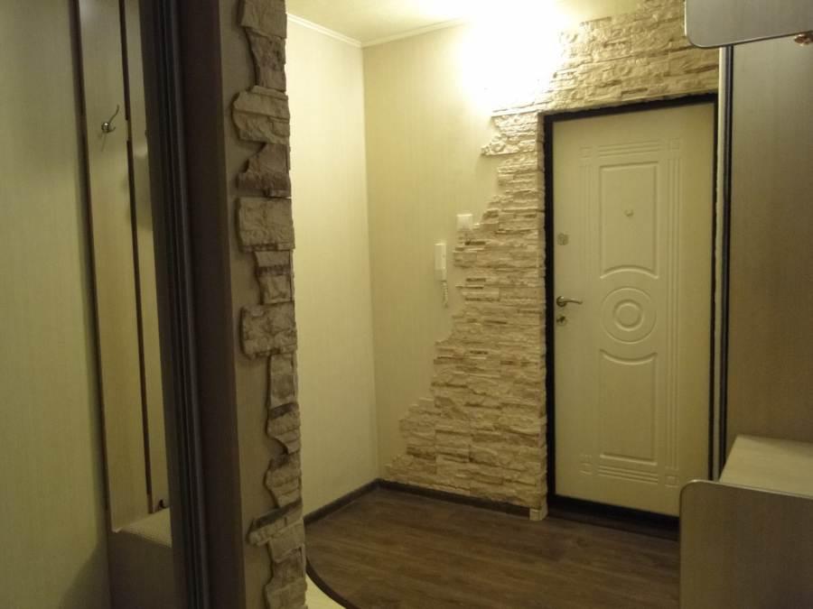 Дизайн гостиной с белой кирпичной стеной фото