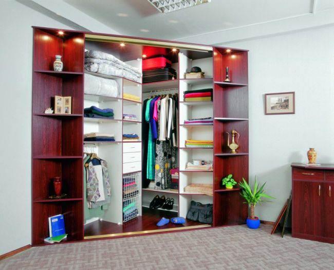 40 идей углового шкафа-купе в гостиную