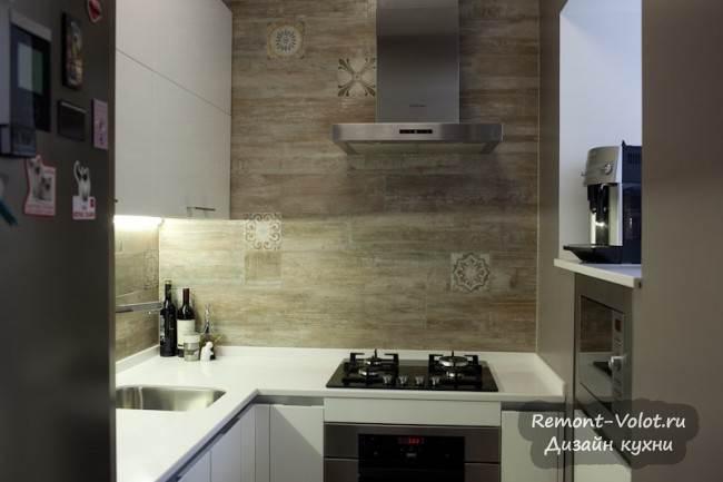 П-образная кухня в бывшей кладовке 4 кв.м в Москве. Дизайн, отзыв и цена (7 фото)