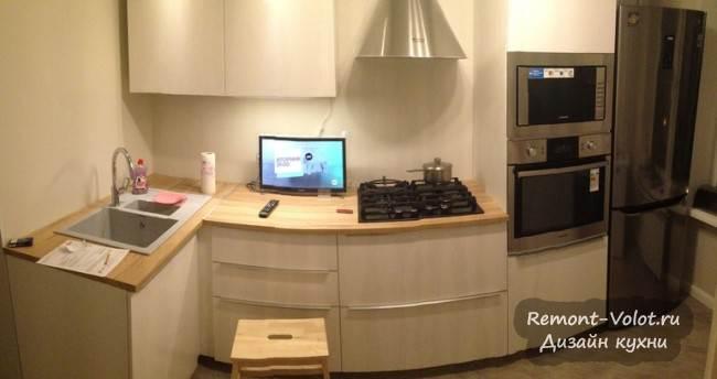 Белая кухня 7 кв м