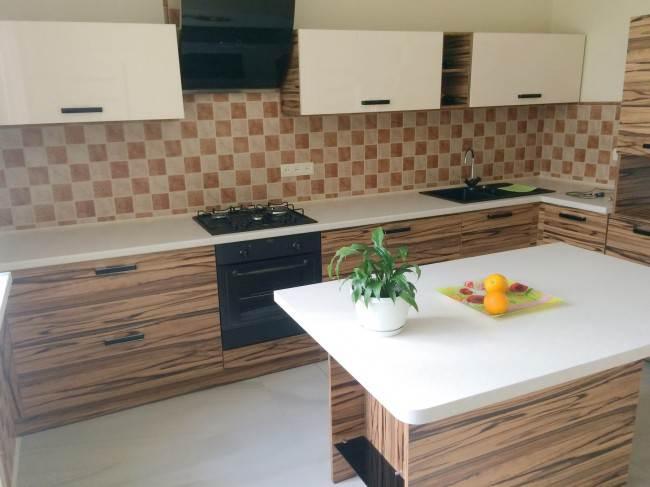 Современный дизайн кухни с небольшим островом. 14 фото, отзыв и цена