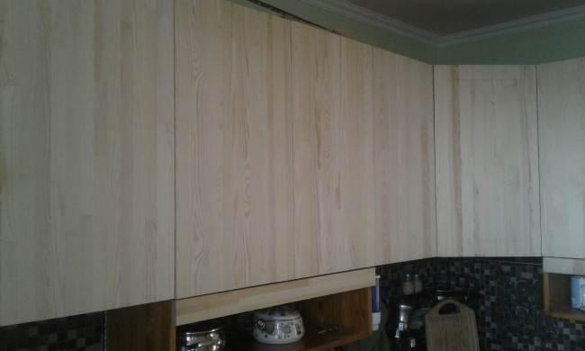 Кухня своими руками из массива сосны и столешницей из плитки за $1670 (19 фото)