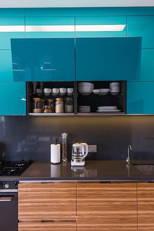 Складной механизм для открывания шкафов на кухне