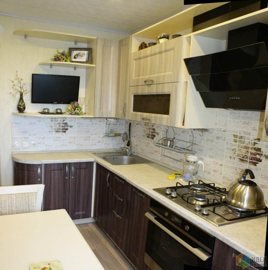 Интерьер маленькой кухни с телевизором фото