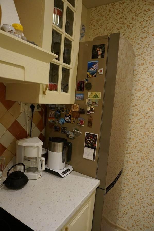 Дизайн классической кухни 12 кв. м с выходом на балкон. Геос Идеал, модель Симона