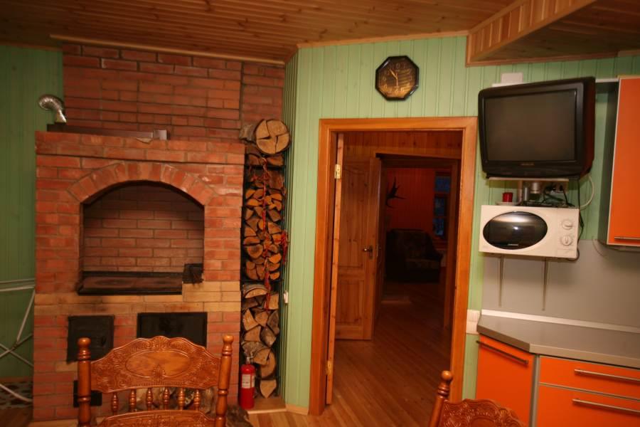 Деревенская печь на кухне дизайн