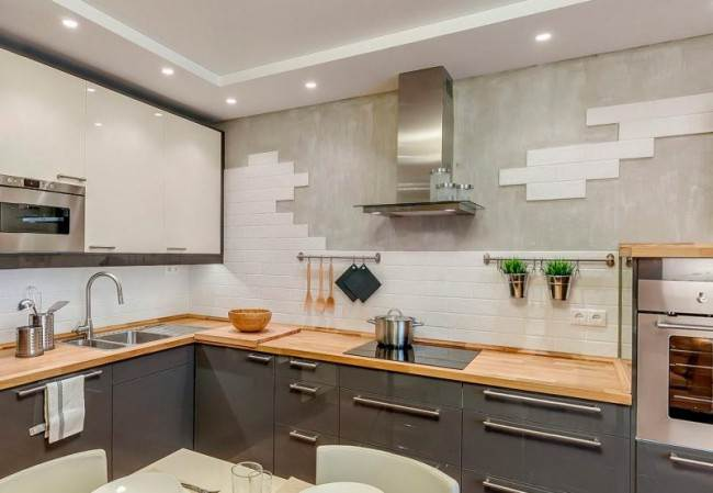 10 вариантов оформления кухни декоративной штукатуркой