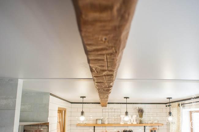 Кухня в квартире-студии площадью 32 кв.м. Дизайн с элементами кантри