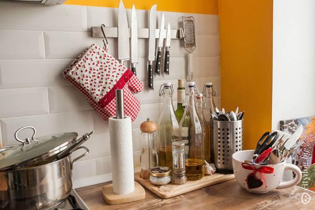 """Плитка """"Кабанчик"""" в зоне фартука на маленькой кухне площадью 7,5 кв. м"""