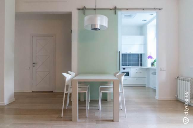 Современный дизайн белой кухни 6 кв.м с обеденной зоной в гостиной (13 фото)
