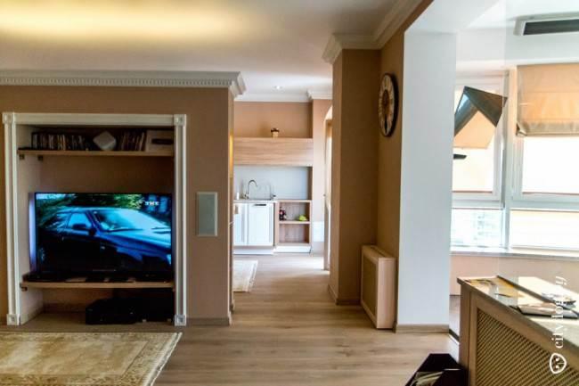 Неоклассический дизайн большой роскошной кухни из массива (7 фото)