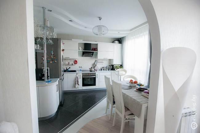 Минимализм в дизайне белой кухни на 12 кв. м