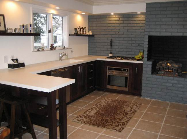 Кухни с камином. 17 интерьеров для вдохновения