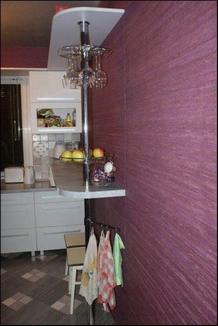 Барная стойка на маленькой белой кухне 5,5 кв.м