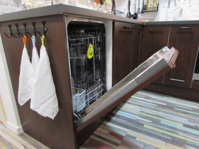 Дизайн кухни ИКЕА Фактум на 9,1 кв. м с фартуком с кирпичами