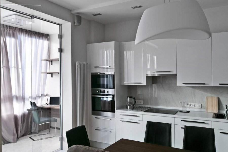 кухня с кожаным диваном 14 кв.м