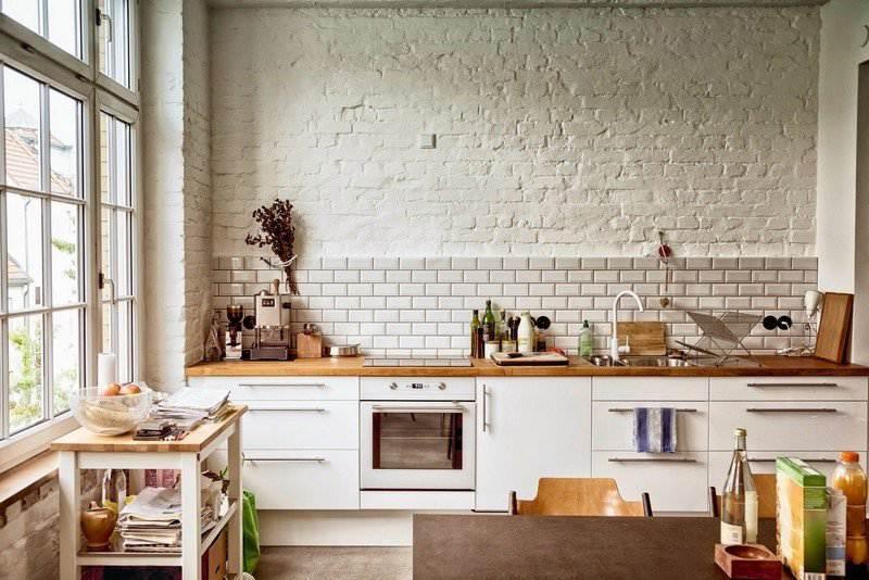 Дизайн кухни с кирпичом