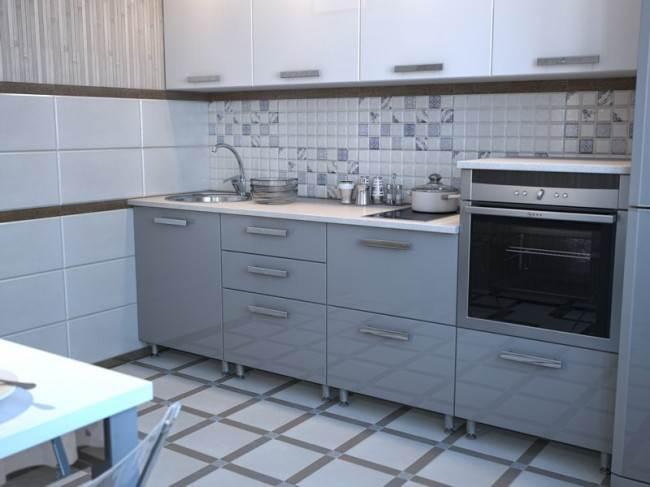Серо-белые фасады на кухне