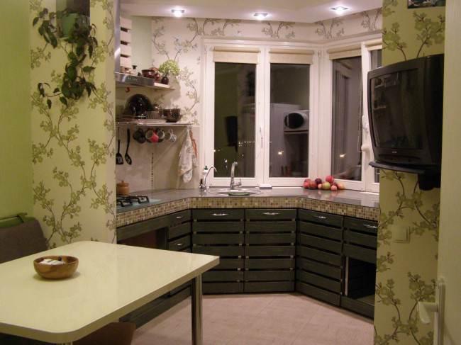 Флизелиновые обои в интерьере кухни
