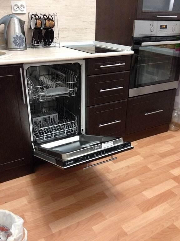 Встроенная посудомоечная машина на маленькой кухне ,25 кв. м